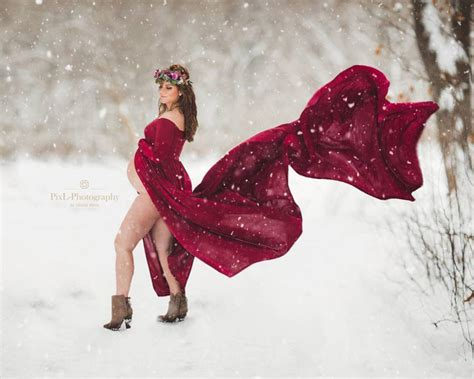 You Have to See This Stunning Winter Maternity Photo Shoot